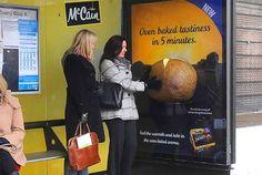 Eine Werbemaßnahme kann aber auch so konzipiert sein, dass bestimmte Gerüche bewusst und nur durch den Nutzer selbst freigesetzt werden. McCain zum Beispiel bewirbt seine neue fertiggegarte Ofenkartoffel mit einem 'Duft-Plakat'.