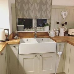 Evening all, well what a productive busy day! I am exhausted, one job was collecting the package containing these blinds, we finally have… Country Kitchen, New Kitchen, Kitchen Dining, Kitchen Decor, Kitchen Sink, Kitchen Ideas, Cottage Kitchens, Home Kitchens, Kitchen Blinds