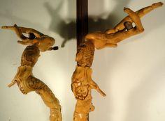 SCULPTURES BOIS: Sculpture de Pierre Damiean: le caillou prisonnier de la Racine a été précieusement conservé!... voir.  www.pierdam.fr
