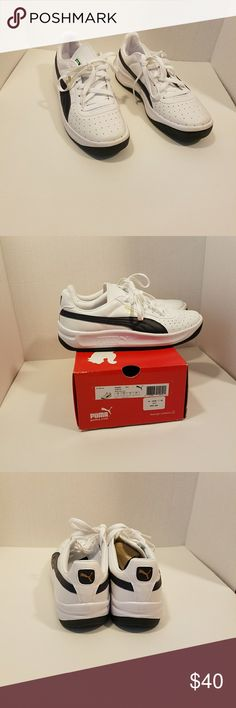 Puma men Preowned, white, navy size 9.5 Puma Shoes Sneakers