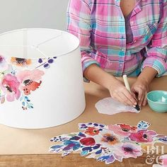 Decorate a lampshade with fabric decoupage- Dekorieren Sie einen Lampenschirm mit Stoff-Decoupage. Gloucestershire Re… Decorate a lampshade with fabric decoupage. Gloucestershire Resource Center www. Diy Projects To Try, Craft Projects, Diy Projects Lamps, Craft Ideas, Diy 2019, Watercolor Fabric, Watercolor Flowers, Diy Hanging Shelves, Hanging Lamps