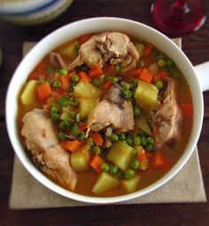 Do you like comforting recipes on those cold winter days? This stewed rabbit recipe with potatoes, carrots and peas is the ideal recipe for those days. Roast Rabbit, Fried Rabbit, Rabbit Stew, Rabbit Food, Roasted Rabbit Recipe, Portuguese Recipes, Portugal, Potato Recipes, Food Dishes
