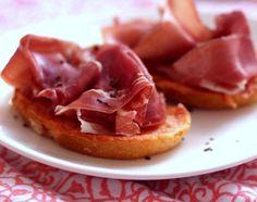 [VÍDEO] Pa amb tomàquet (sanduíche catalão de pão comtomate)