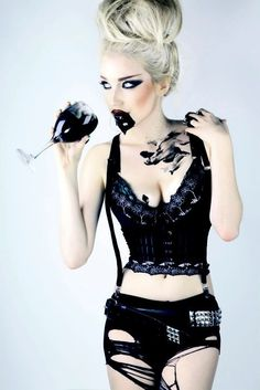 W Women Medieval Dress Renaissance Lace Up Vintage Style Gothic Dress Floor Length Women Cosplay Dresses Retro Gown Mode Steampunk, Gothic Steampunk, Goth Beauty, Dark Beauty, Dark Fashion, Gothic Fashion, Alternative Fashion, Alternative Girls, Steam Punk