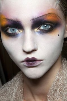 galliano face/zombie fashion show