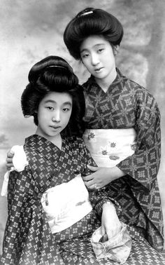 Two actresses in summer kimono. 1920's, Japan. Image via Blue Ruin 1 of Flickr.