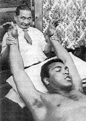 Master Namikoshi giving shiatsu treatment to Muhamed Ali