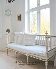 decor ideas 5 minute crafts ideas hollywood decor ideas images ideas garden room ideas with pallets ideas home office ideas old house decor and ideas Swedish Decor, Swedish Style, Swedish Design, Salons Cottage, Deco Marine, French Sofa, Swedish Interiors, Vibeke Design, Above Cabinets