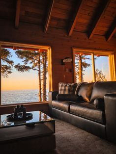 True North: Giving an Old Cabin New Life on Lake Superior The story of a transformed vintage dream c Old Cabins, Cabins In The Woods, Cabin On The Lake, Small Lake Cabins, Lake Superior, Cabana, Lake Cabin Interiors, Cabin Style Homes, Cozy Cabin