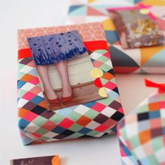 Make lovely gift tags from magazine and catalog pages. Just add office stickers and glitter! Easy and fun upcycling.