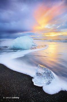 Sunrise at Jökulsárlón beach, South Coast, Iceland.