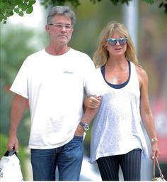 Goldie Hawn, in varsta de 70 de ani, si Kurt Russell, 64 de ani, au hotarat, in sfarsit, sa isi uneasca destinele!    Cei doi actori formeaza unul dintre cele mai longevive cupluri de la Hollywood, traind o frumoasa poveste de dragoste de peste trei decenii.   Cu ocazia aniversarii actritei, ...