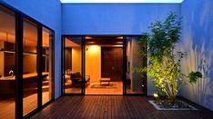 リゾートスタイルの平屋 | 愛知・尾張・三河・岐阜・京都・奈良・滋賀の住宅設計・店舗設計ならバロックデザインワークス Casa Patio, Garden Design, House Design, Light Well, Japanese House, Work Lights, Outdoor Gardens, Architecture, Interior
