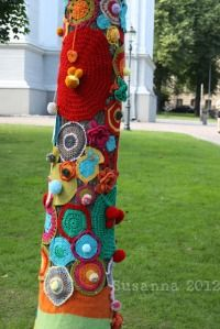 There were 65 yarnbombed trees in this unprecedented and unparalleled yarnbombing action called Knit n ' Tag  in Ruttopuisto Park , Helsinki , Finland .