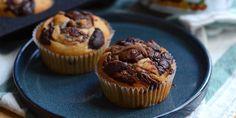 De luftige bananmuffins smager skønt af Nutella og chokolade