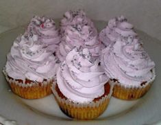 Cupcakes s lesným ovocím. Cap Cake, Sweet Recipes, Food And Drink, Cheesecake, Sweets, Cookies, Baking, Anna, Sweet Pastries