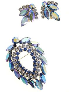 If you want to buy or collect vintage costume jewelry, learn what to look for and where to look. There is something for who is interested in vintage jewelry. Selling Jewelry, Jewelry Shop, Custom Jewelry, Unique Jewelry, Glass Jewelry, Jewelry Making, Rose Gold Jewelry, Rhinestone Jewelry, Diamond Jewelry