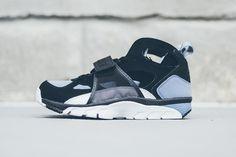 NIKE-AIR-TRAINER-HUARACHE-(BLACKCOOL-BLUE)-1 | Sneaker Freaker