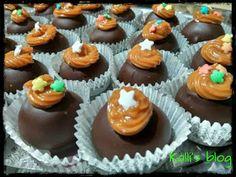 "Kalli's blog: ""Τρουφάκια banoffee"" Banoffee, Mini Cupcakes, Sweets, Food And Drink, Cookies, Desserts, Recipes, Blog, Chocolates"
