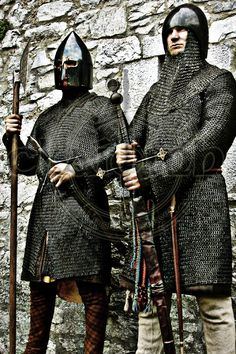 The Galllowglass were attractive as a heavily armoured, trained aristocratic infantry to be relied upon as a strong defence for holding a position, unlike most Irish foot soldiers, who were lower class and less well armoured.