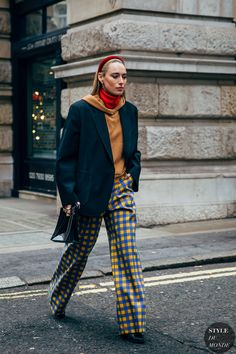 London Fashion Week Street Style Is Here to Bring You Nonstop Outfit Inspiration London Fashion Week Day 2 Urban Street Style, Autumn Street Style, Urban Style, Street Style London, London Fashion Weeks, Foto Fashion, Urban Fashion, Street Fashion, Fashion Top