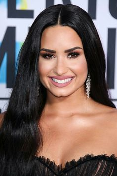 Demi Lovato's close-up at the 2017 American Music Awards in Los Angeles Demi Lovato Makeup, American Music Awards 2017, Demi Love, Demi Lovato Pictures, Red Carpet Makeup, Gossip Girl, Gorgeous Women, Curves, Celebs