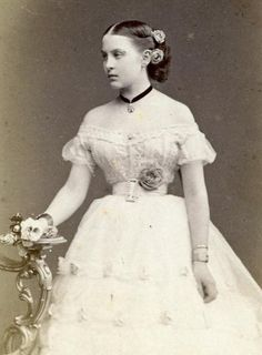 Historical Women, Historical Clothing, Greek Royalty, Greek Royal Family, Alexandra Of Denmark, Grand Duchess Olga, King Queen, Vintage Beauty, Vintage Photos