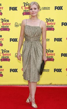 Bell looked smart and sophisticated at the 2005 Teen Choice Awards in this golden ensemble. Kristen Bell, Deep V Dress, Star Party, Teen Choice Awards, Red Carpet Fashion, Glamour, Actresses, Formal Dresses, Tees