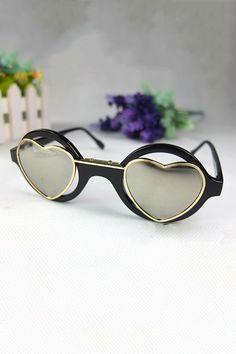 Heart Shaped Sunglasses - Por trás dessa lente também bate o coração!   heart   5761713e0d