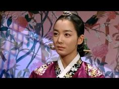 5分でわかる「トンイ」~第18回 驚きの証言~ 貧しい境遇から王の側室となり後の名君を育てたトンイの劇的な生涯を描く韓国超大作歴史ドラマ。 NHK総合テレビに登場の『トンイ』が5分でわかるダイジェスト版。うっかり見逃した、もう一度みたい・・・そんなあなたはこれをチェック!  第18回「驚きの証言」  トンイは医官と密会していた禧嬪(ヒビン)付きの女官を問い詰めるが、何も聞けずに逃げられる。 禧嬪は部屋の鏡にひびが入っているのを見つけ不吉な予感を覚える。そこに動揺した女官が現れ、大妃(テビ)の容体悪化への関与を告白。禧嬪は兄ヒジェの裏工作を知り激怒する。 第18回を5分ダイジェストでご紹介! NHK総合テレビ 毎週日曜 午後11時~ (C)2010 MBC  番組HPはこちら「http://nhk.jp/toni」