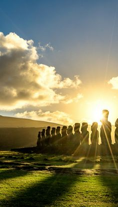 Heading to South America? Don't miss Easter Island on your list of places to visit in Chile. It is so stunning, and there is so much to see and do. South America Destinations, South America Map, Travel Destinations, Holiday Destinations, Sedona Arizona, Las Vegas Hotels, Travel Photographie, America Memes, Visit Chile