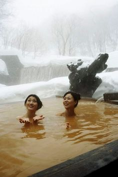 温泉 / Onsen / Hot Spring in Japan Saunas, Hot Springs Japan, Japanese Hot Springs, Asia Travel, Japan Travel, Japan Kultur, Hokusai, Japanese Bath, Spring Spa