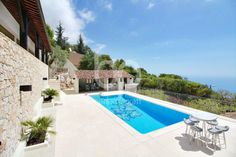 LA TURBIE - Large provençal-style villa with swimming pool, equipped pool house, independent 1 bedroom apartment, many parking spaces and garages.