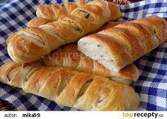 Česnekové bagety recept - TopRecepty.cz Hot Dog Buns, Hot Dogs, Bread And Pastries, Cooking Recipes, Food, Basket, Chef Recipes, Hoods, Meals