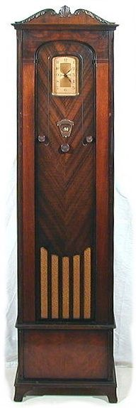 "Silvertone (Sears) model 1390  ""Grandmother"" Clock Radio circa 1931"