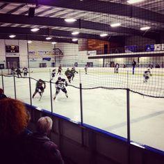J'ai assisté hier soir à mon premier match de hockey avec mes hôtes ☺️ Sympa et violent ^^ #canada #saskatchewan #meadowlake #hockey #pvt #pvtistes #whv #helpx #instagood #instalove #instatravel #travel #trip #sport #trip