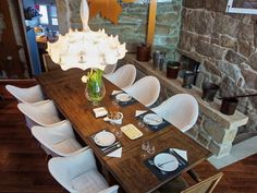 Alojamientos para enamorarse de Galicia - Hoteles Brunch, Table Settings, Restaurant, Design, Rustic Apartment, Wood Cabins, Country Cottages, Hotels, Lodges