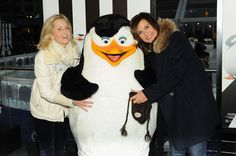 Mariska Hargitay Photos Photos - Actresses Ali Wentworth (L) and Mariska Hargitay attend 'Penguins Of Madagascar' New York premiere at Winter Village at Bryant Park Ice Rink on November 16, 2014 in New York City. - 'Penguins of Madagascar' Premiere