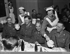 SLK serverar Hemvärnet kaffe, 1949.