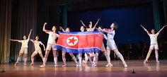 왕재산예술단 남포에서 공연