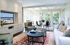 Light, airy but cozy. This living room is inside actor Harrison Ford's Brentwood, California home, which he is currently selling for $ 8.295 million US.