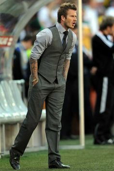 David Beckham doing the Chandler with his tattoos ughhhhhhhhh David Beckham Suit, David Beckham Style, Sharp Dressed Man, Well Dressed Men, Stylish Men, Men Casual, Formal Men Outfit, Herren Outfit, Classy Men