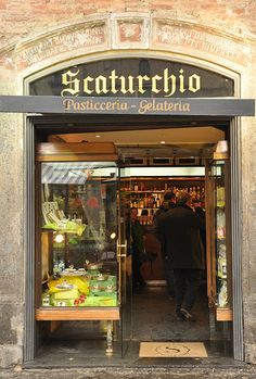 Scaturchio's - Napoli's oldest pasticceria I'VE BEEN THERE =) AND ATE THIS SFOGLIATELLA !