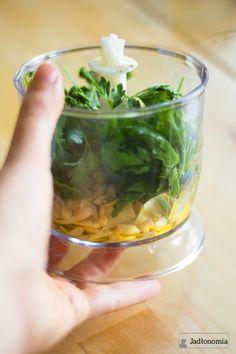 jadłonomia · roślinne przepisy: Najprostsze i najlepsze pesto z pietruszki