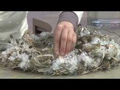 Dekorationsideen für den Fachhandel: Weihnachtsstern-Strauß mit Winterkranz…