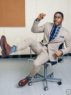 Chadwick Boseman is so attractive! And I love his suit! Dapper Gentleman, Dapper Men, Gentleman Style, Sharp Dressed Man, Well Dressed Men, Black Panther Chadwick Boseman, Outfits Hombre, Handsome Black Men, Raining Men