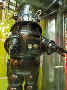 Robbie the Robot from Forbidden Planet at Seattle's EMP Museum Great Sci Fi Movies, Classic Sci Fi Movies, Fiction Movies, Science Fiction Art, Fantasy Movies, Sci Fi Fantasy, Seattle, Robby The Robot, K Om