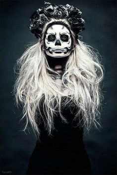 Are you looking for ideas for your Halloween make-up? Navigate here for scary Halloween makeup looks. Looks Halloween, Halloween Party, Vintage Halloween, Vintage Witch, Scary Halloween, Halloween 2020, Gothic Halloween Costumes, Halloween Unicorn, Halloween Inspo