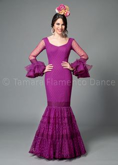 Flamenco Dresses 2017 and before Ghanaian Fashion, African Fashion, Pretty Dresses, Beautiful Dresses, Flamenco Costume, Diy Dress, Purple Dress, Traditional Outfits, Dress Patterns