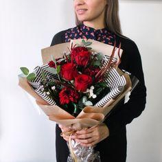 Бесконечно стильный, изящный и яркий букет никого не оставит равнодушным❤️ Идеальный для раннего утра✨☺️ Сегодня он по спеццене - 2350 рублей С любовью, Fashion Flowers Состав букета: роза фридом, хризантема барка красная, эвкалипт ценерия, листья гривиллея , бруния сильвер янг, букет шемрок, арт. #Fashion_Flowers_38 #БукетДняИркутск #букетFF #цветыИркутск